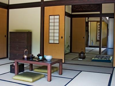 wohnung einrichten im japanstil mit futonbett und tatami tisch. Black Bedroom Furniture Sets. Home Design Ideas