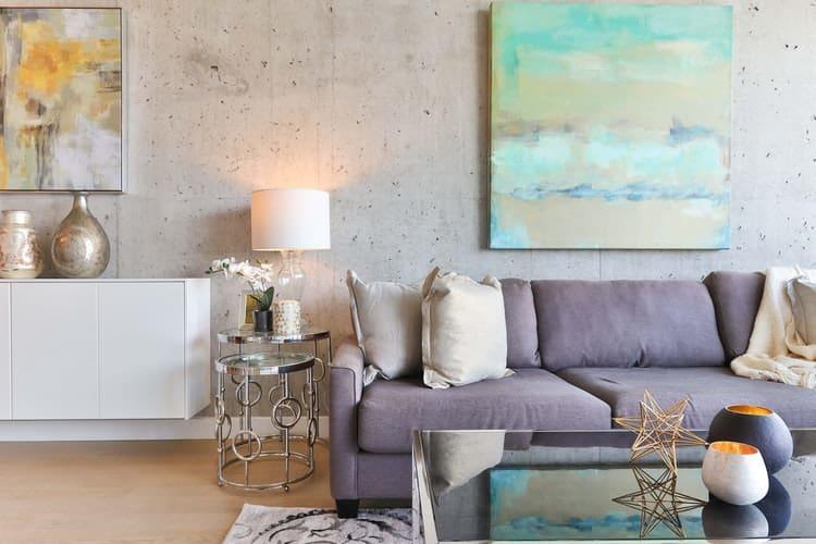 Original Kunst im Raum wirkt aufwertend