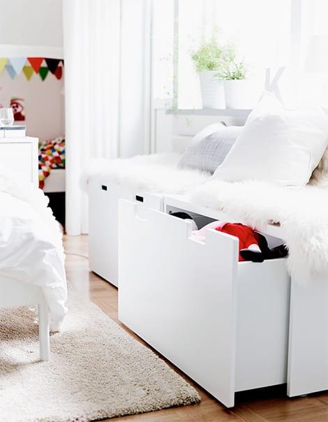 Ordnung im kinderzimmer mit truhen und etagenbetten for Ikea kinderzimmer ideen