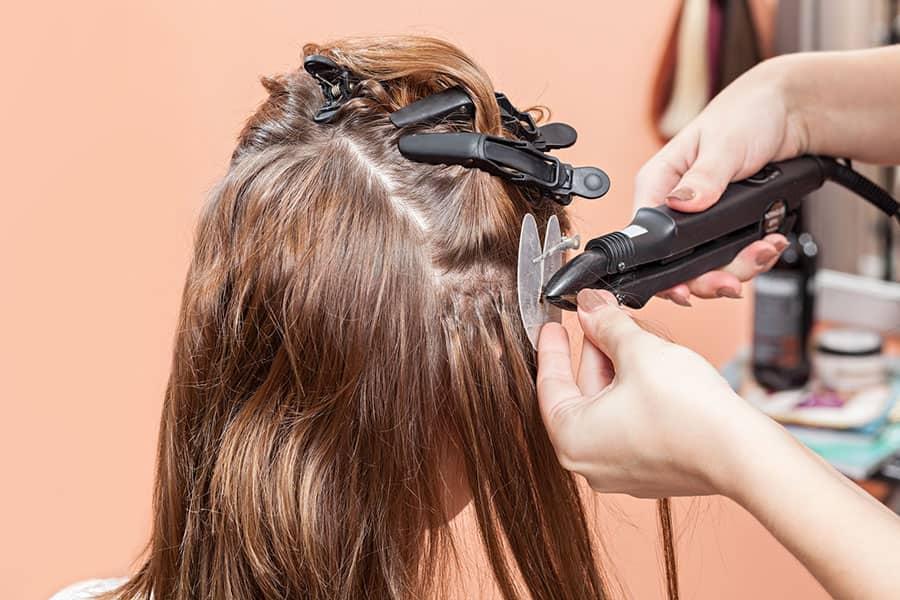 Eine Haarverlängerung ist mit unterschiedlichen Methoden möglich