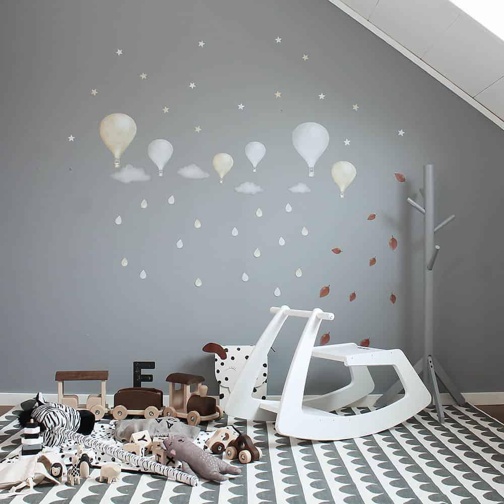 Eine Wippe sorgt für Spaß im Kinderzimmer