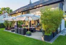 Terrasse abgrenzen mit Pflanzkübeln