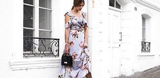 So elegant: Blumenkleid mit Sandaletten