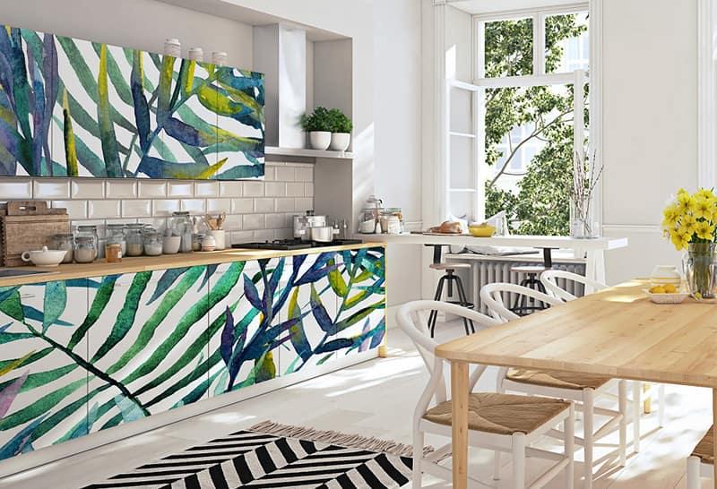 Beklebe deine langweiligen Küchenschrankfronten mit Tapeten!