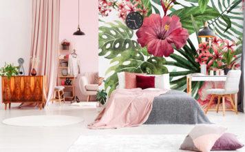 Blumen an der Wand des Schlafzimmers