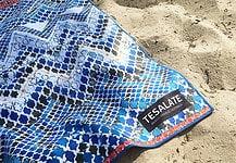 Wasser- und sandabweisend ist das Handtuch von tesalate