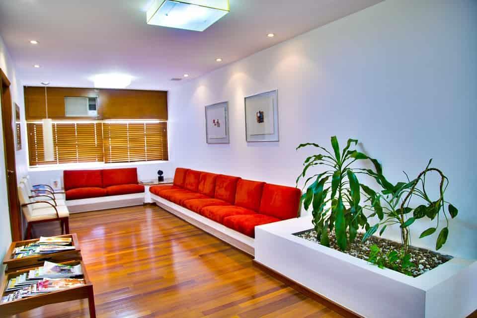 Bei der Dekoration von schmalen Räumen sollte man einige Punkte beachten