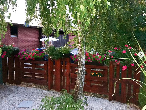 Auch der Zaunbau gelingt mit Europaletten