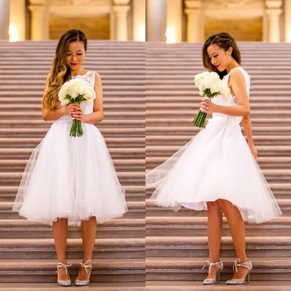 Im Sommer ist ein kurzes Hochzeitskleid eine schöne Alternative zum langen Kleid