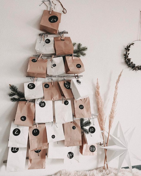 Papiertüten in Form eines Tannnebaums