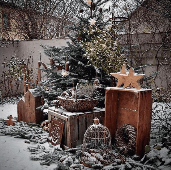 Weihnachtliche Dekoration sieht auch draußen toll aus