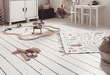 Praktische Sitzecke im Kinderzimmer