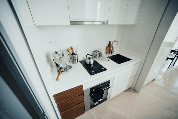In einer kleinen Küchenzeile muss Vieles auf engen Raum passen