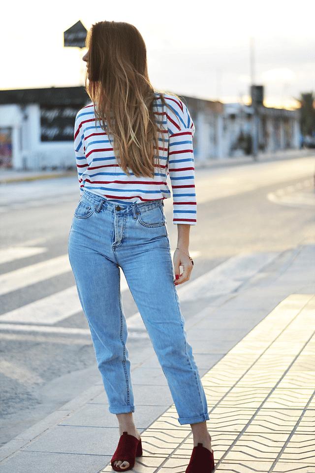 Hoch geschnitten ist die Mom-Jeans
