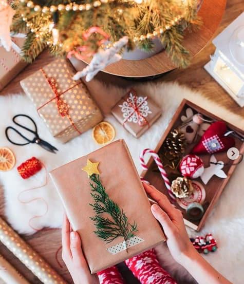 Frisches Grün kann man mit Washi Tape auf die Geschenke kleben