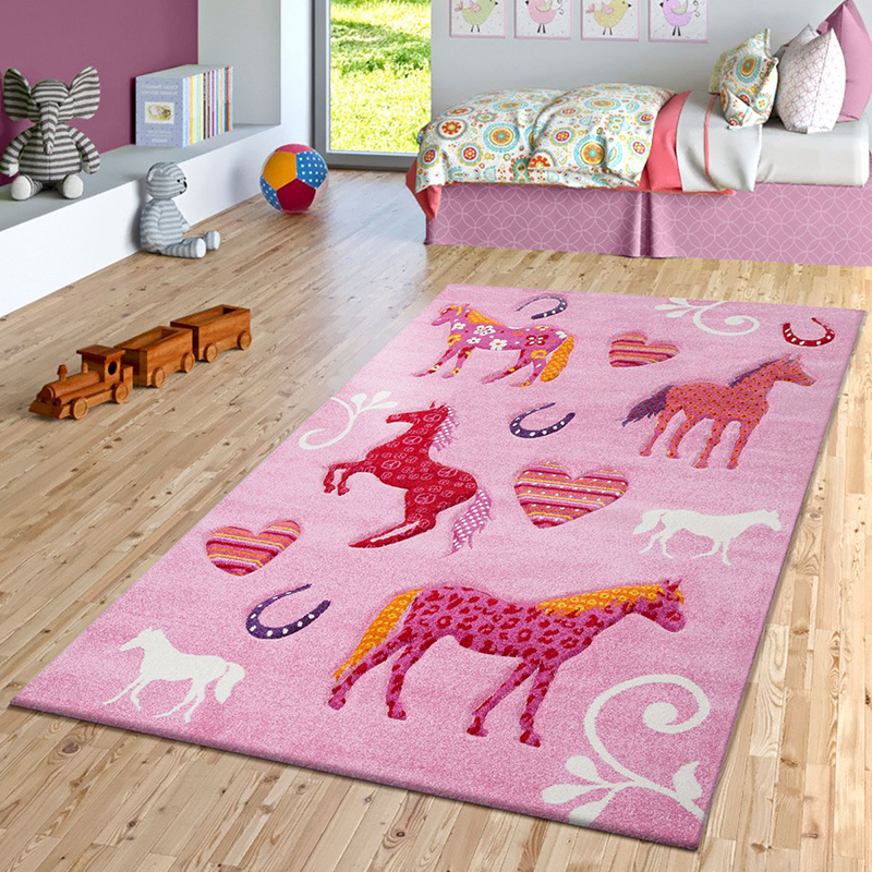Eine Welt voller Pferde schafft man im Kinderzimmer mit Hilfe von Teppichen