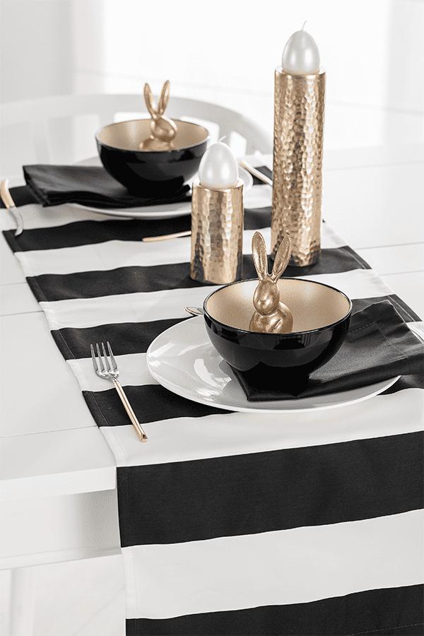 Moderne Osterdekoration auf dem Tisch in Schwarz, Weiß und Gold