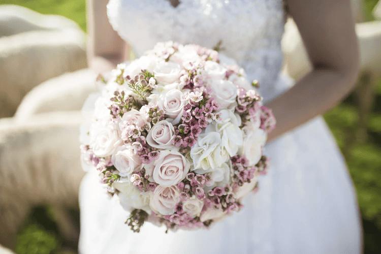 Unterschiedlich sind die Kosten für den Brautstrauss