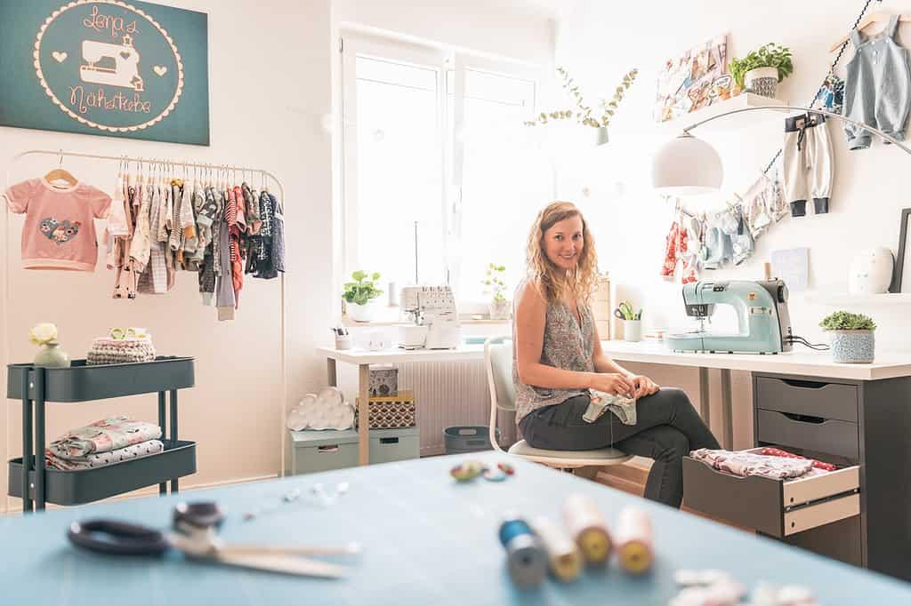 Lena in ihrem Atelier