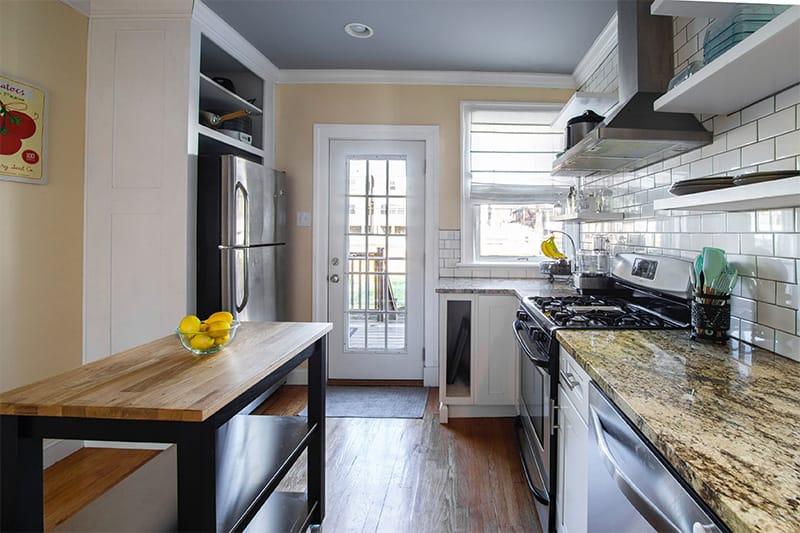 Hoher Tisch als Kücheninsel-Alternative für kleine Räume ...