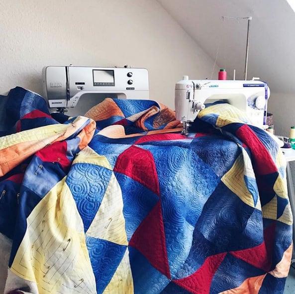 Mit vielen kleinen Teilen kannst du einen Quilt nähen