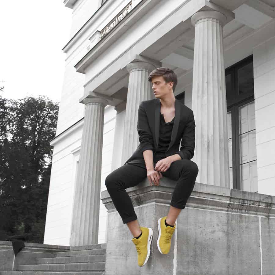 Die modernen Luxus.Sneaker haben besondere Farben oder Formen