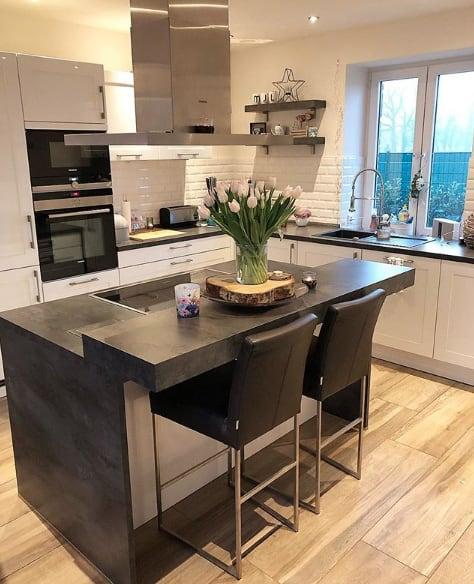 Kücheninsel mit zwei Höhen