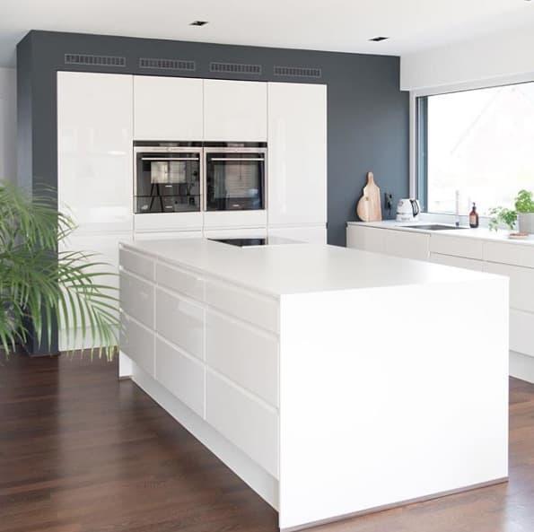 Küche ganz in Weiß