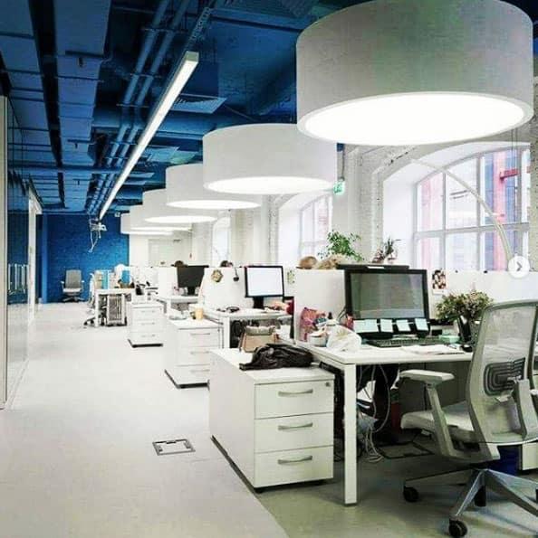 Mit besonderen Lampen kann jedes Büro verschönert werden