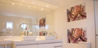 Spiegel sorgen optisch für mehr Platz im Bad