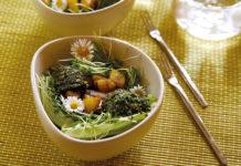 Salat mit Kartoffeln und Kräuterpesto