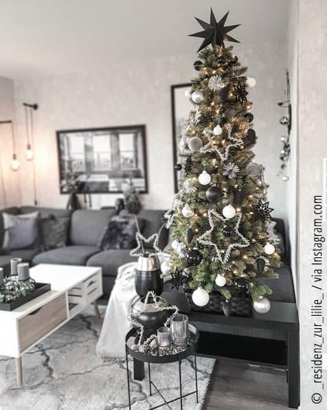 ein k nstlicher weihnachtsbaum ist eine alternative zum. Black Bedroom Furniture Sets. Home Design Ideas